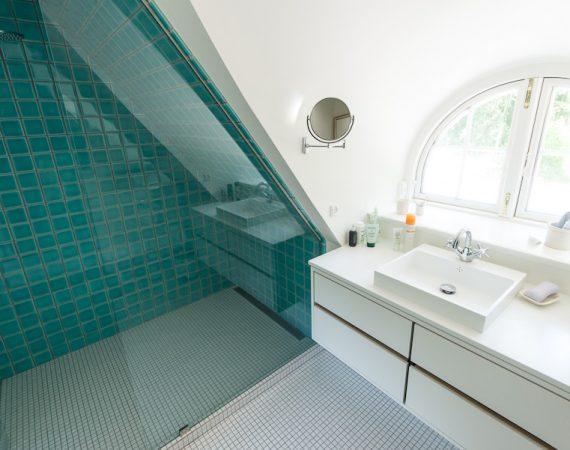 Flot nyrenoveret badeværelse