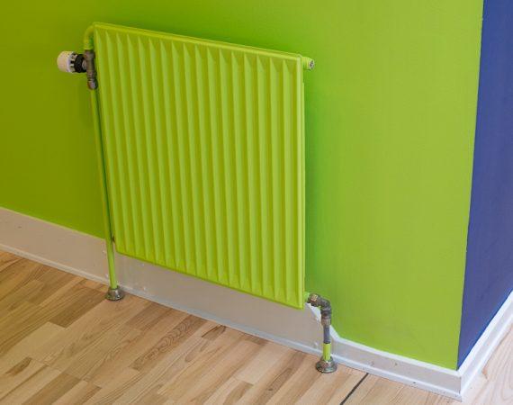 Nymalet radiator og væg