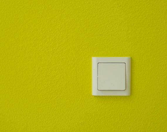Nymalet gul væg