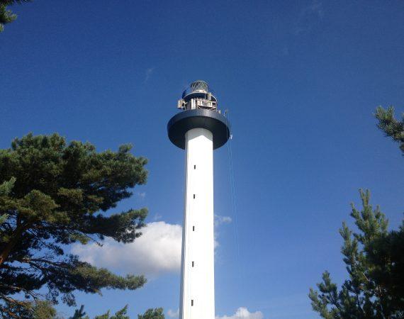 Nymalet slankt fyrtårn