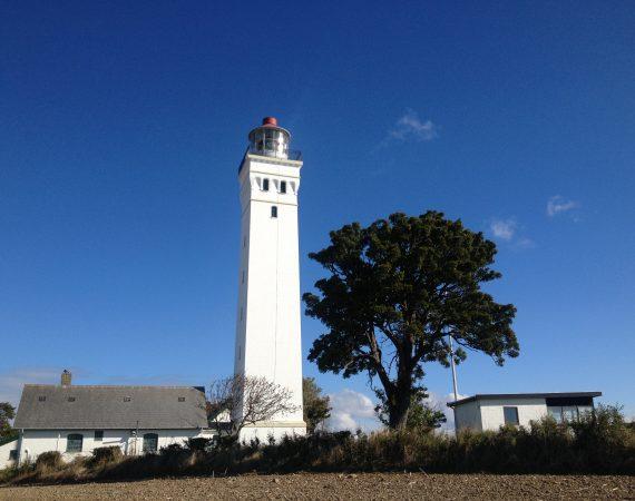 Nymalet hvidt fyrtårn