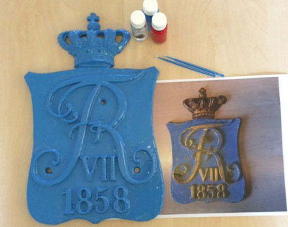 Renovering og maling af historisk skilt